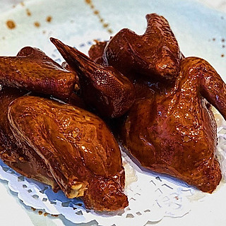 豆腐的有着第一好吃的乳鸽的粤式餐厅 肉又嫩又香还有汁 满满的幸福感❗️