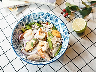 茱莉娅的视界的泰式海鲜粉丝沙拉