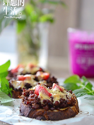 Tina厨房日记的芝士牛肉烤树莓欧包切片|不要太好吃😋