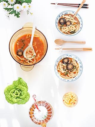 0到3岁宝宝辅食的[我和晨熙の早餐]  第103天  🌸 早餐:番茄菌菇扯面