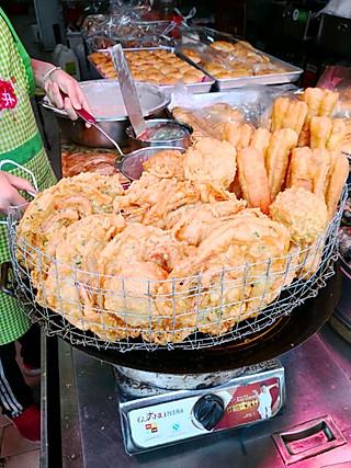 sandra_绿草如茵的湛江特色小吃,炸虾饼😋😋😋