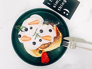 野生小厨狮的蓝莓酸奶 pancakes,不小心摆出一个周冬雨。