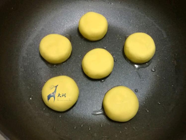金黄诱人的芝心红薯桂花饼做法,甜甜软软会拉丝~图7