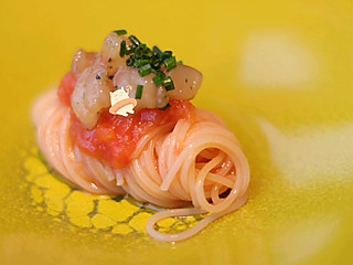 Hui私房的牡丹虾冷面,一口的份量真的让人意犹未尽!