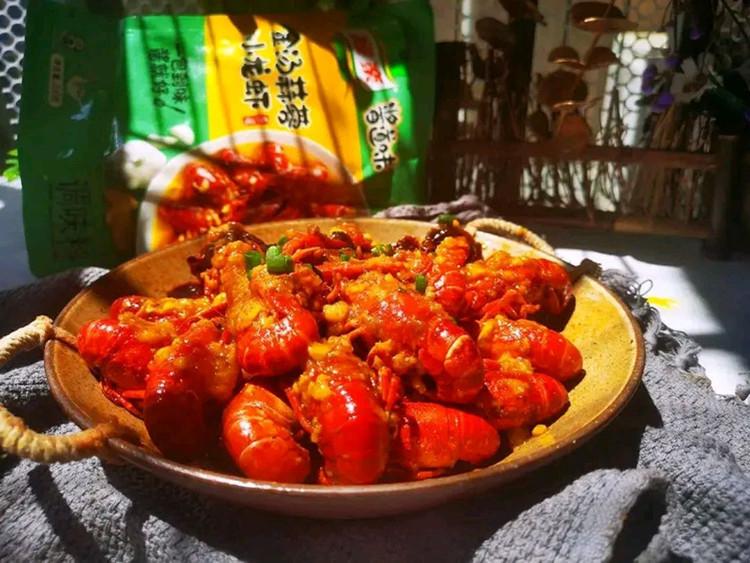 汤色金黄,蒜香浓郁的金汤蒜蓉小龙虾🦂🦂图1