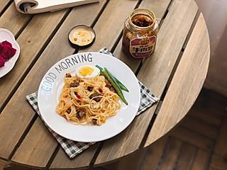 🌸燕儿早餐集🌸香菇牛肉酱拌面、火龙果、玫瑰红糖水