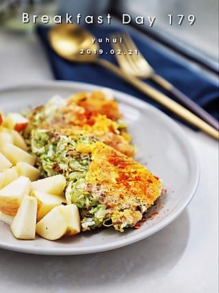 羽翙的贪吃小厨房的早餐打卡DAY179:卷心菜丝摊蛋➕苹果