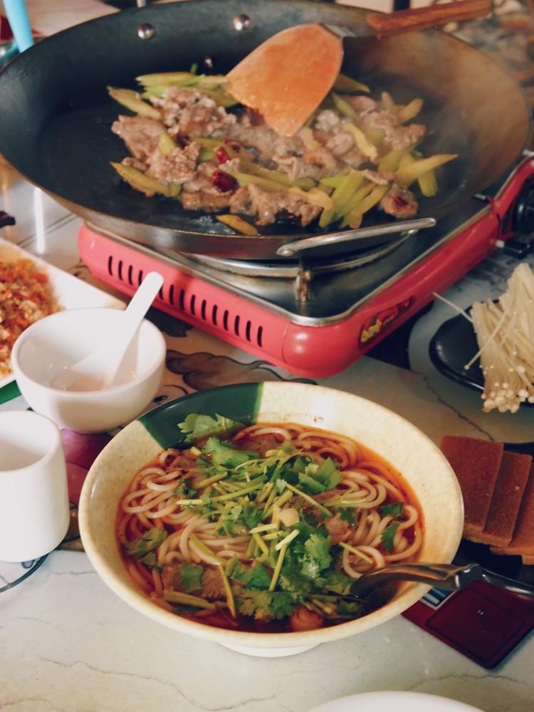 """一直特别想吃贵州的小吃""""烙锅"""",在天津居然就有很正宗的!图2"""