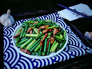 糖小田yuan的家常炒蒜苔这样做,颜色好看又脆口