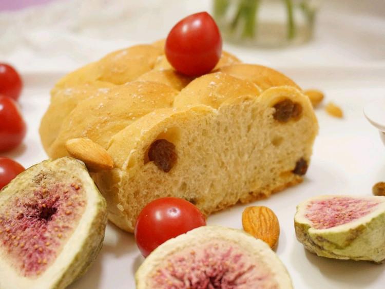 讨好自己过好每一天喜欢今天明亮的颜色#吃好早餐#提子面包+雪燕皂角米红枣杞子+干果+小番茄图2