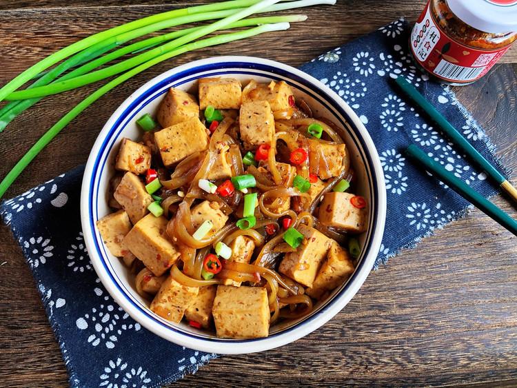 今天做了辣豆腐烧粉条🍻🍻一个人吃光盘了😂😂图1