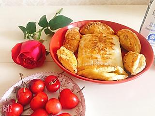 不庸俗不孤独的早上好🌞酥到掉渣的芒果🥭酥➕红薯🍠派,配上大樱桃🍒