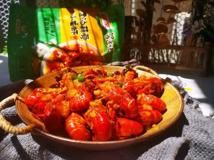 汤色金黄,蒜香浓郁的金汤蒜蓉小龙虾🦂🦂图2