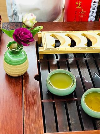 Ni双的丽江古城掏回家的小花瓶,边喝茶边欣赏,甚是欣喜<topic id='641'>TA怎么这么好看</topic>