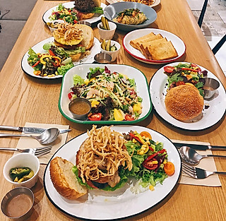 一吃货吃吃吃的推荐一家量大、好吃、吃不胖的轻食店📍hello27📍谁说轻食就是吃草?!