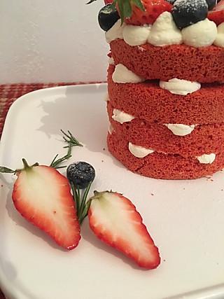 草莓红丝绒蛋糕。