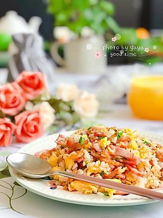 芽芽名叫黄小芽的吃完这一份料多多营养丰富味道好的炒饭,一整天都能量满满✌🏻