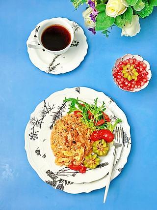 流光舞的㊙️一盆端的炒饭蔬菜水果拼盘✅低脂的一餐