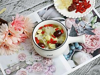 爱美食的拉拉的银耳莲子红枣汤