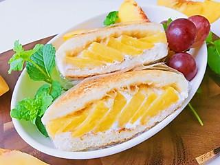 清汤_挂面的酸奶黄桃三明治🥪 吐司加水果好吃的不得了哦😁