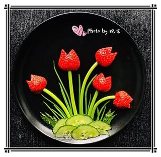 晚凉~文霞的水果蔬菜拼盘~草莓郁金香