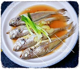 啊呜咖啡的<topic id='273'>秀晚餐 </topic>咸蛋蒸臭豆腐,青椒肉丝炒豆腐干,清蒸小黄鱼,清汤鸡毛菜