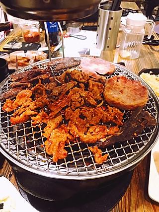 白白不想吃饭饭的值得一去系列之食肉兽的福音🥩碳宝贝碳火韩式烤肉