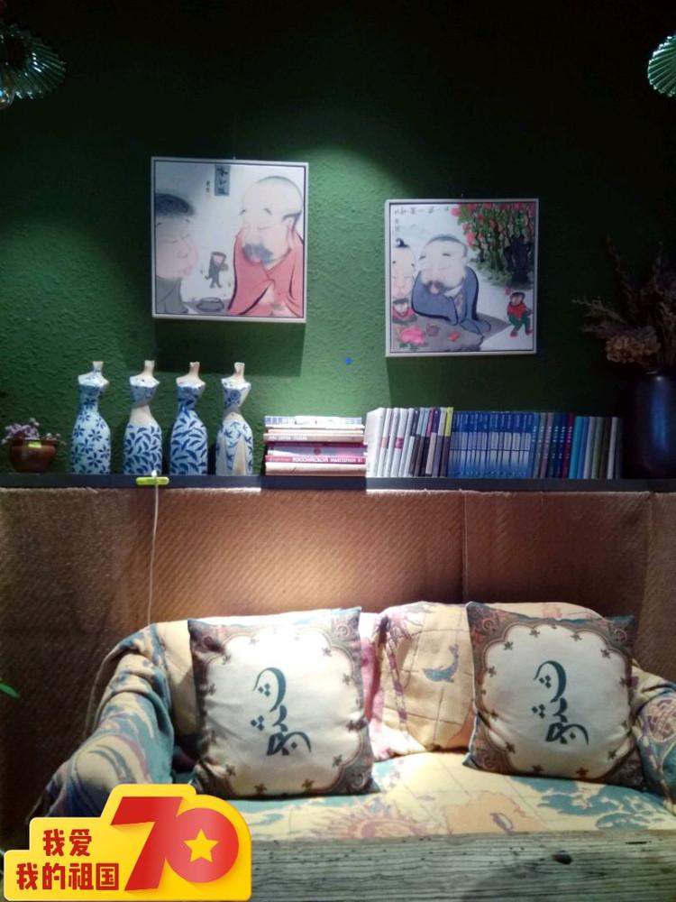 找间咖啡屋,静下来看看国庆大阅兵重播、看看书,享受美好时光~图2