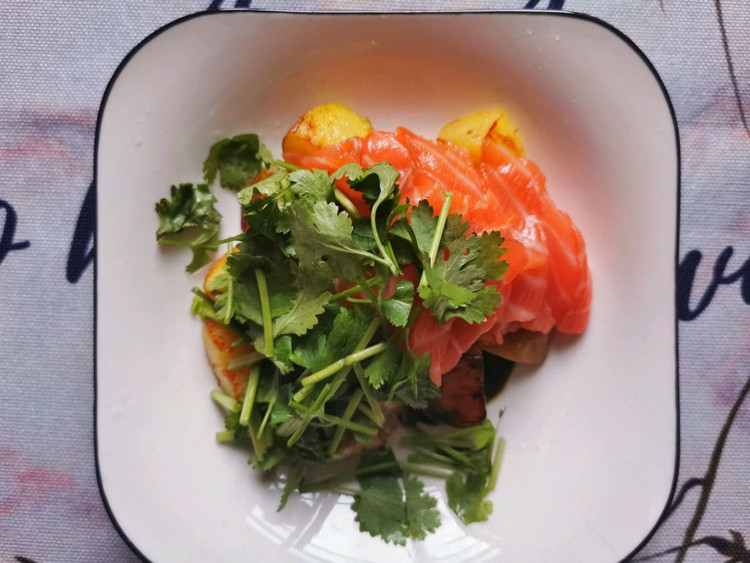 减肥就该这样吃!土豆加它,冰与火的碰撞,做出来的沙拉如此美味图7