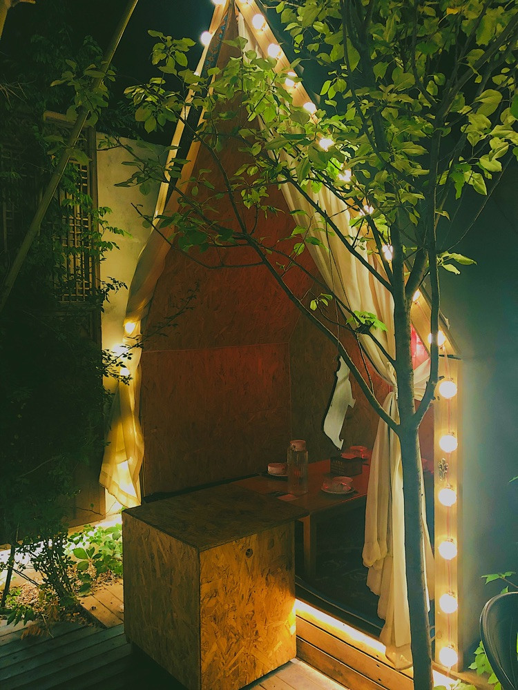 雨天,我们在帐篷里吃肉串多浪漫图8