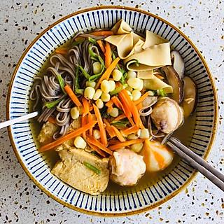 暖暖蔬菜荞麦面