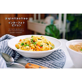 秦了了的午餐时光——黄金炒饭+酸辣肉片汤