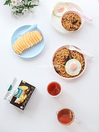 0到3岁宝宝辅食的[我和晨熙の早餐]  第101天  🌸 早餐:葱油拌面🍜