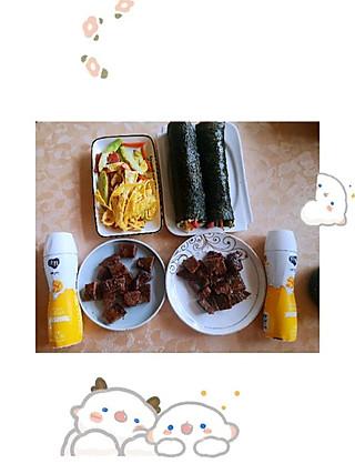 爱洋洋1007的简单小早打卡:紫菜包饭、煎牛排噜啦啦噜啦啦啦啦啦啦