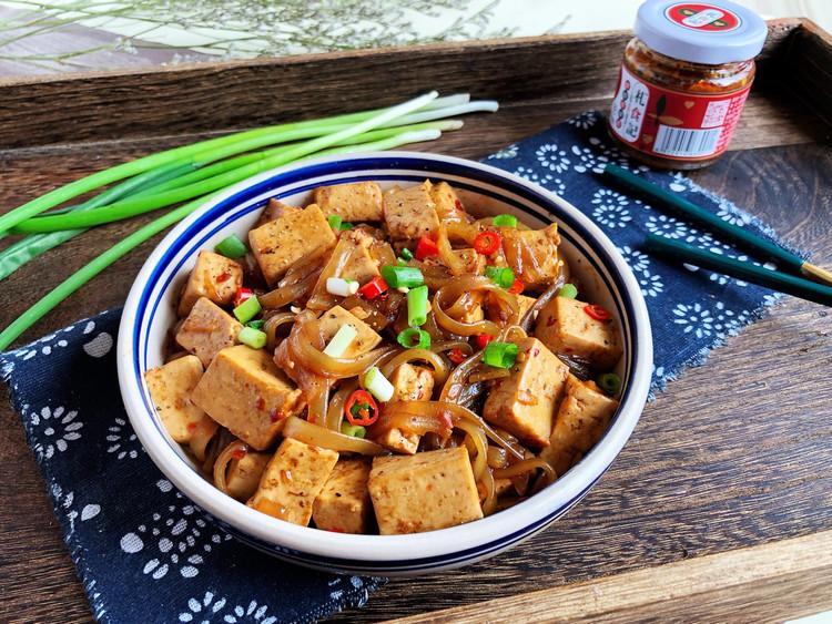 今天做了辣豆腐烧粉条🍻🍻一个人吃光盘了😂😂图2