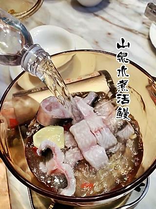 珊妮儿吃东西的鳗鱼你喜欢冰切、铁板还是山泉水煮?