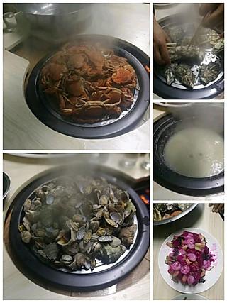 __Bobo__的现在很流行蒸汽海鲜,上面放上一个屉,摆上要吃的海鲜,下面煮着粥,等海鲜吃完,粥也煮好了,还带着海鲜的鲜味,非常好吃