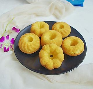 清露风荷的漂亮的甜甜圈小蛋糕,宝宝的最爱!