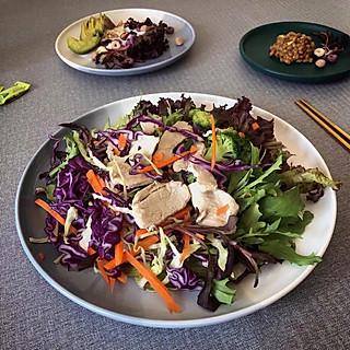十花会做饭的蔬菜沙拉,取于自然归于自然