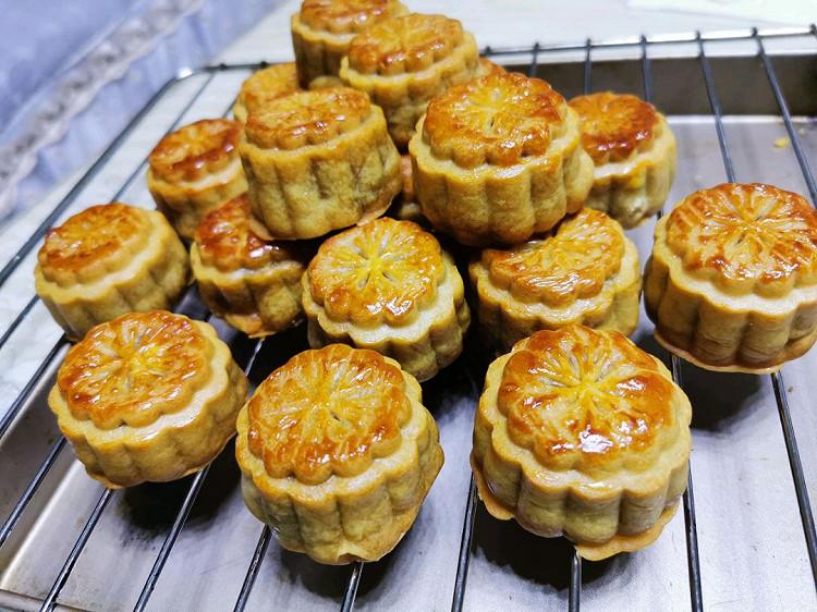 莲蓉蛋黄月饼+五仁月饼😊图1