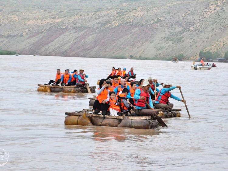 宁夏这么玩   去沙坡头坐羊皮筏子渡黄河图5