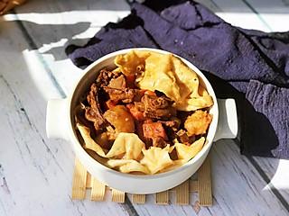 刘大花的羊肉烀饼,浸透着菜肴的汤汁异常美味!