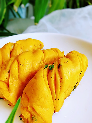 王梅子营养美食的花卷这样做出来当做主食非常棒,比馒头好吃,比面包有味。