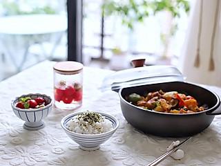 喵の早餐 | 黄焖鸡米饭+话梅小番茄~