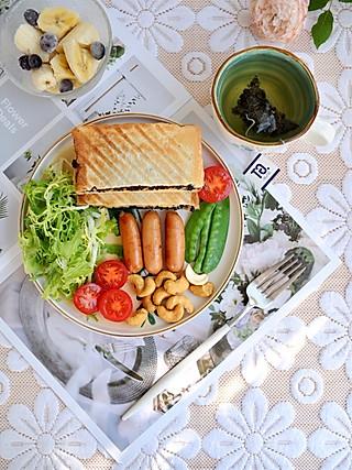 椛吃的一份美味营养的早餐,开启美好的周末时光,早安~