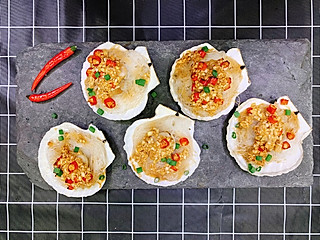 秋食工作室的3步教你做金银蒜蓉酱🍤秋日时令大扇贝可以蒸来了