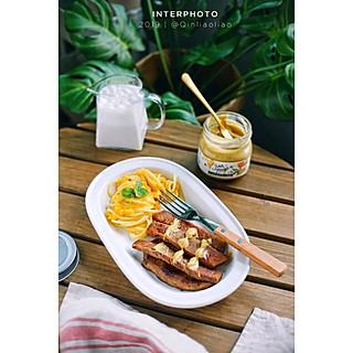 秦了了的早餐时光 今日早餐:南瓜意面+牛排+香蕉奶昔