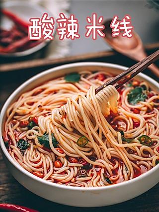 乐咿呀生活记的适合上班族超简单解馋又开胃酸辣米线,一不小心吃了一大碗!