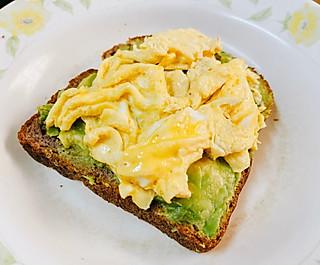 牛油果鸡蛋面包