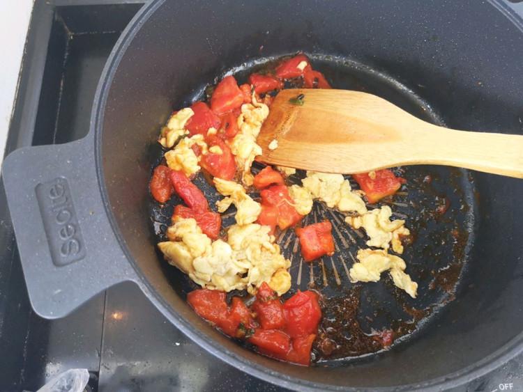 🍜简单营养快手的西红柿鸡蛋焖面,一日三餐来一碗🥢图6